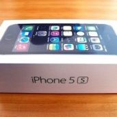 Authentique iPhone 5S - 32 GO - QUASI NEUF